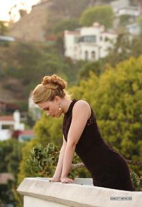 Scarlett Johansson - NY Times Photoshoot Th_82767_tduid1721_Forum.anhmjn.com_20101130090152014_122_160lo