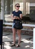 Анна Пакуин, фото 8. Anna Paquin at a salon on Melrose Ave in Beverly Hills 08-06-2010, photo 8