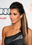Kim Kardashian (Ким Кардашьян) - Страница 6 Th_91499_kim_kardashian_1_tikipeter_celebritycity_017_123_39lo