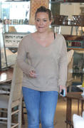 http://img210.imagevenue.com/loc393/th_068280987_Hilary_Duff_shops_for_new_furniture18_122_393lo.jpg