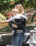 http://img210.imagevenue.com/loc472/th_559264109_Hilary_Duff_at_the_Four_Seasons_Hotel15_122_472lo.jpg