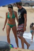 http://img210.imagevenue.com/loc473/th_746031157_Nikki_Reed_on_the_Beach_in_Hawaii10_122_473lo.jpg