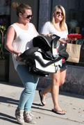 http://img210.imagevenue.com/loc533/th_574925078_Hilary_Duff_shopping_with_Luca2_122_533lo.jpg