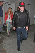 http://img210.imagevenue.com/loc598/th_979740992_Hilary_Duff_at_the_partys_birthday4_122_598lo.jpg