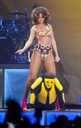 th_13183_RihannaperformsinAntwerp22.10.2011_05_122_600lo.jpg