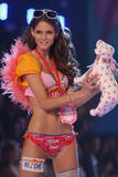 th_10138_fashiongallery_VSShow08_Show-402_122_72lo.jpg